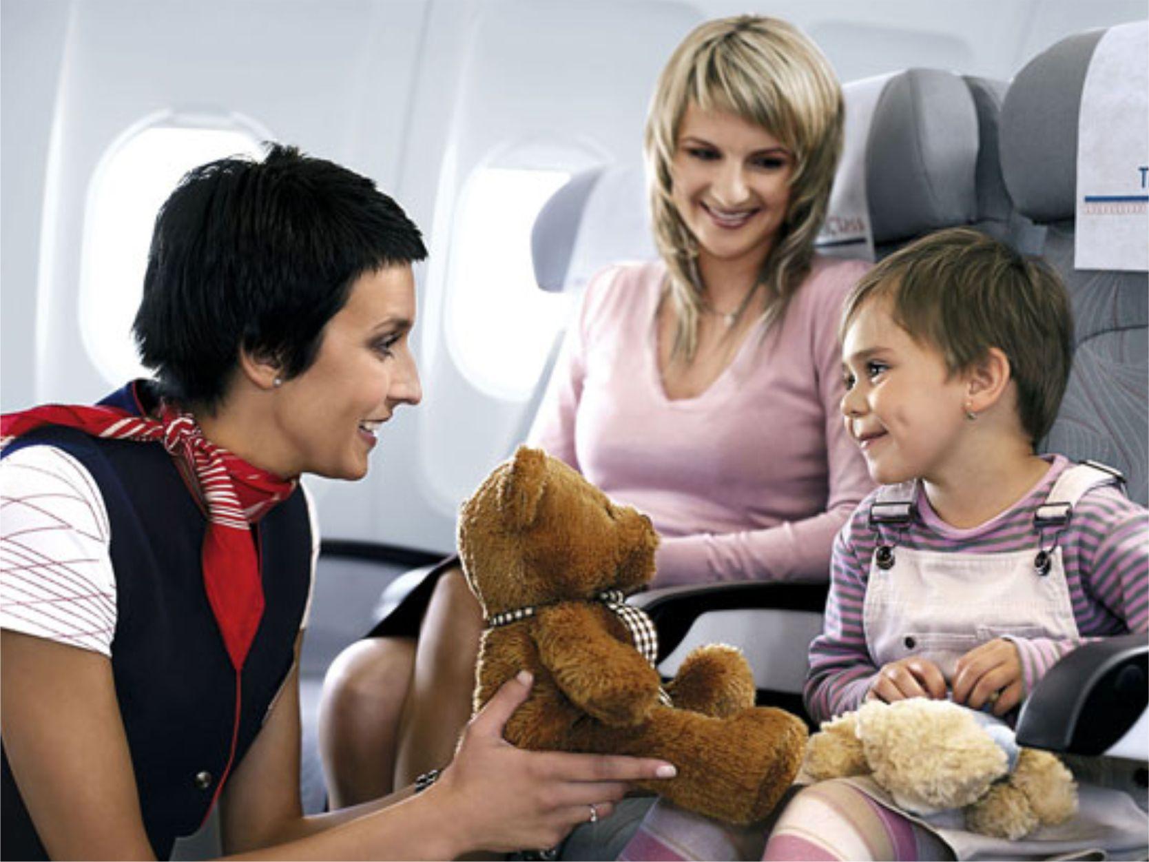 Ребенок и самолет