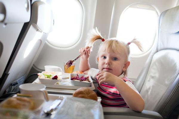 кормить ребенка в самолете