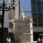 Готический фонтан Сан-Хуан в Бланес