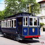 Синий трамвай в  Барселоне который ходит на гору Тибидабо